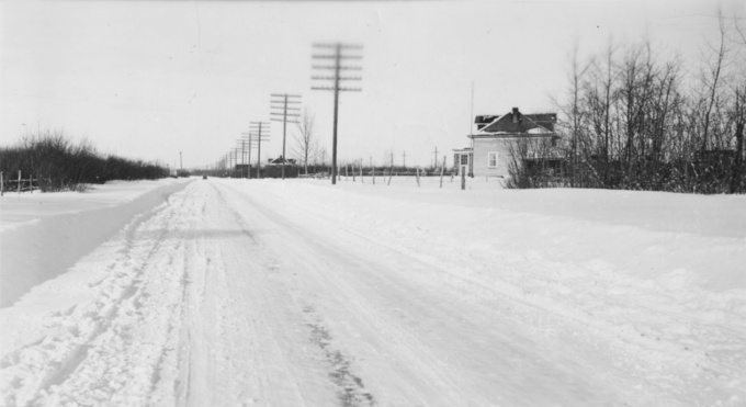 St-Alb-house-winter-roadBW
